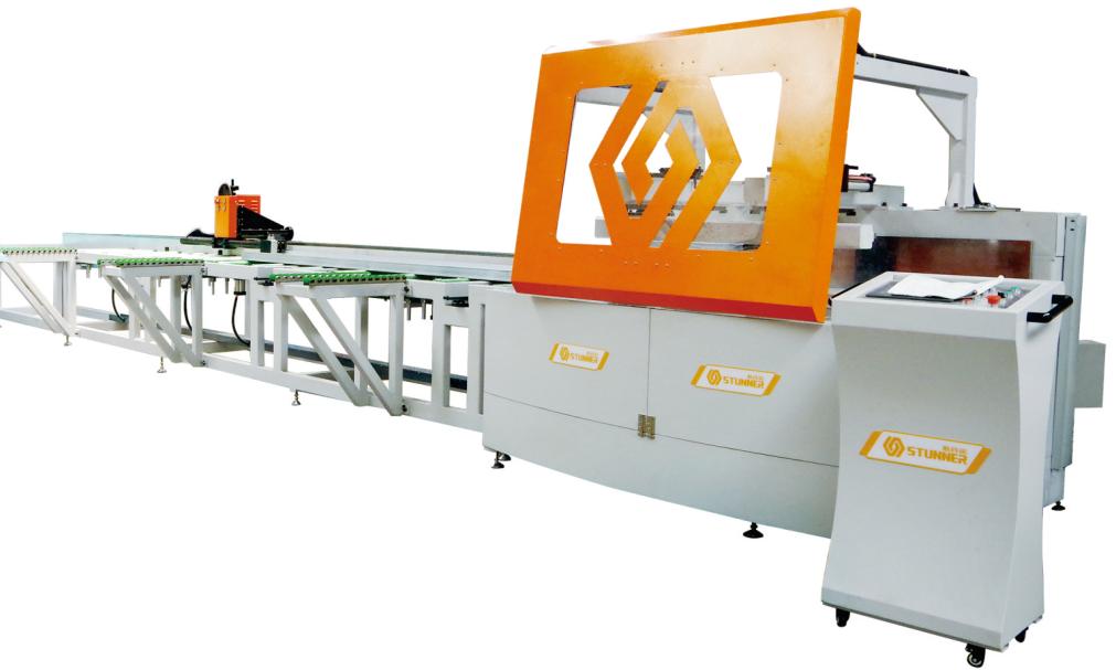 广州型材设备厂家:在选择设备时要考虑什么?